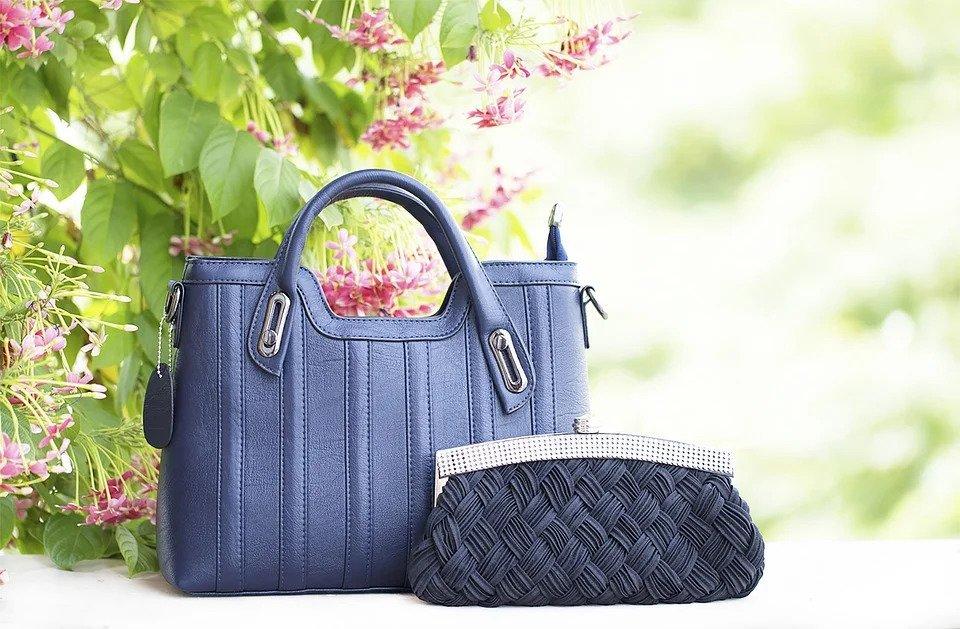 sac-couleur-qui-se-combine-avec-tout-bleu-marine