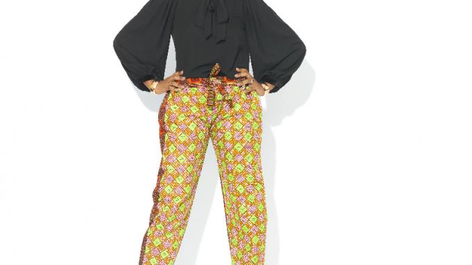 Pantalon en wax : comment choisir et porter cette pièce tendance avec style ?